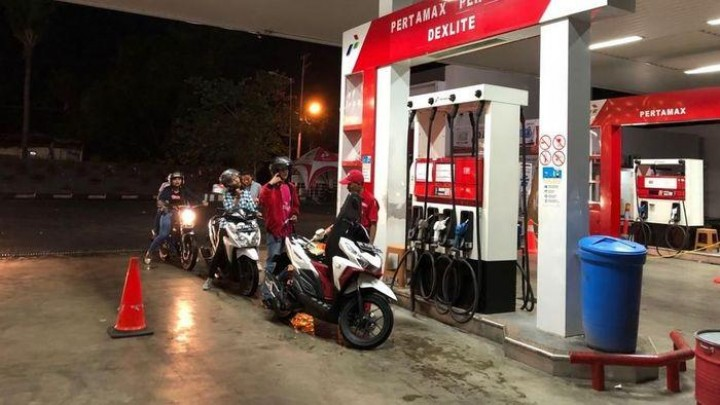 Harga Minyak Terjun Bebas, Harga BBM Kapan Turun?