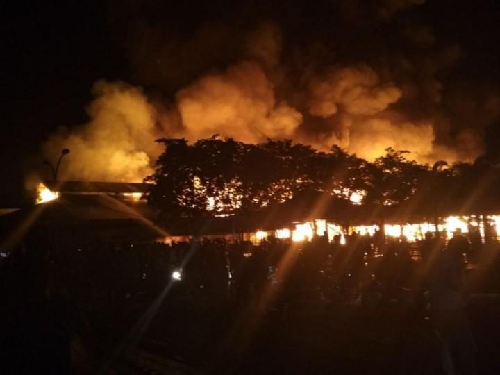 Ratusan Kios di Pasar Induk Paser Diamuk Api
