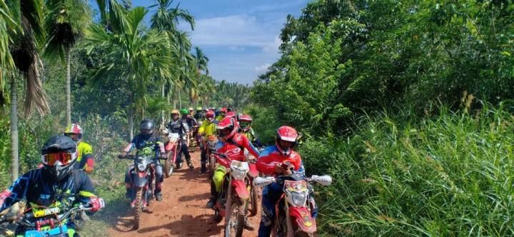 Ratusan Rider Jajal Ketangguhan CRF 150 L di Alam Pesisir Handil