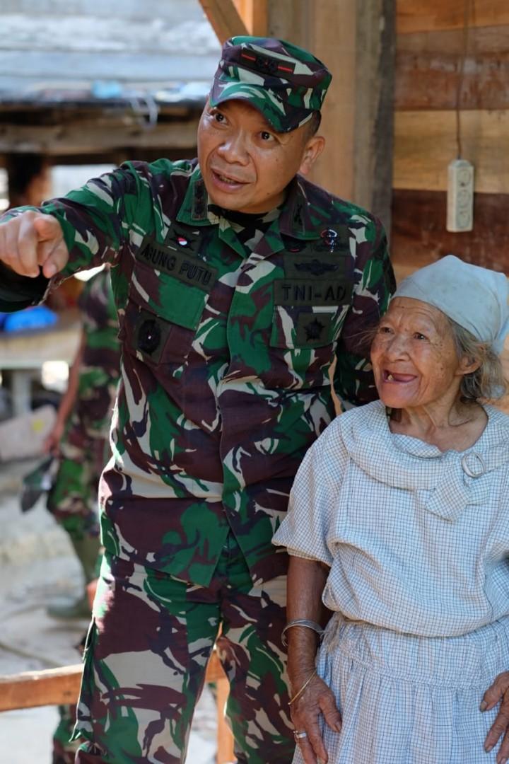 Dandim Balikpapan Kunjungi Renovasi Rumah Nenek Mindong