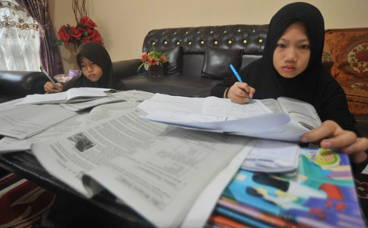 Orang Tua Siswa di Malahing Khawatir Belajar di Rumah Siswa Tak Bisa Jawab Soal Ujian