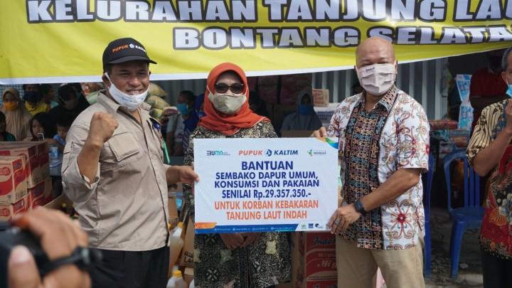 Respon Cepat Kebakaran Tanjung Laut Indah, Pupuk Kaltim Salurkan Bantuan Rp142,5 Juta