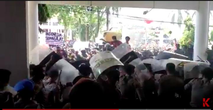 Demo Tolak Omnibus Law di Balikpapan Ricuh
