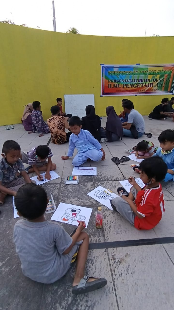 Hidupkan Literasi, HMI Gelar Diskusi dan Membaca Santai di Taman Adipura