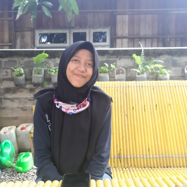Menolak Pasrah, Kisah Gadis Tuli Berkarya dengan Desain Gambar