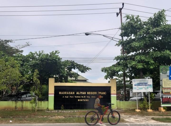 Nelangsa Sekolah MAN Bontang, Langganan Direndam Banjir Rob & Tiap Tahun Ganti Perabotan Rusak