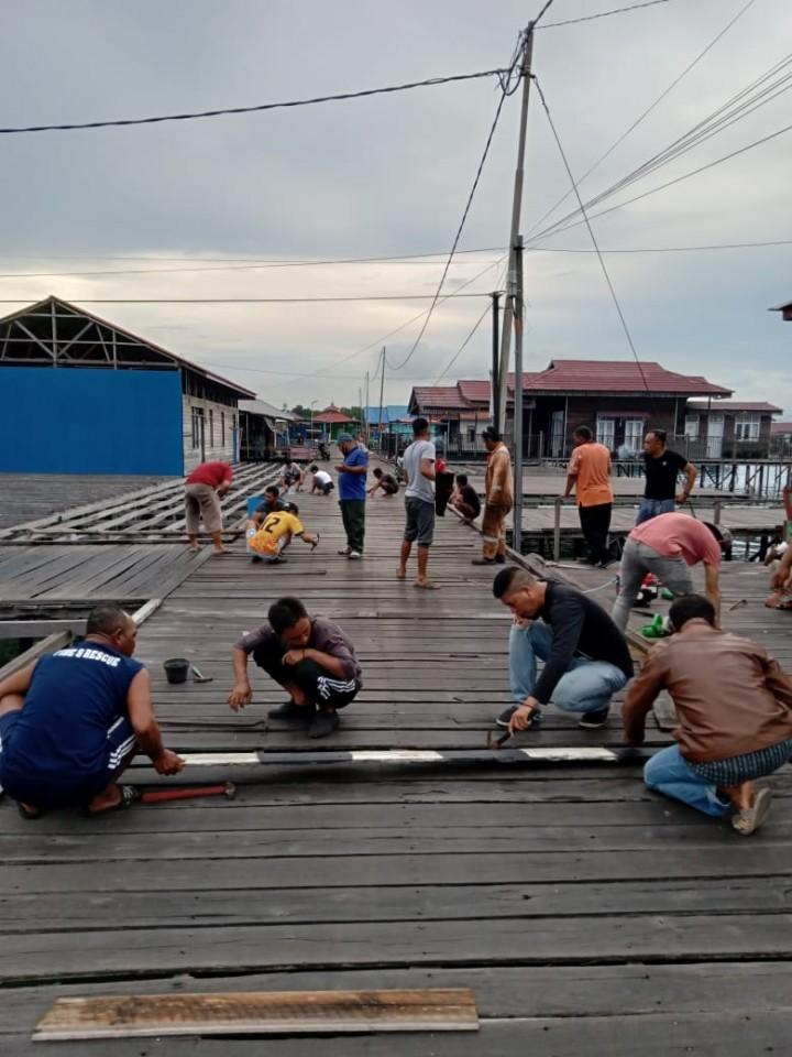 Risih Jalanan Rusak dan Berlubang, Warga Bontang Kuala Inisiatif Baikin Sendiri