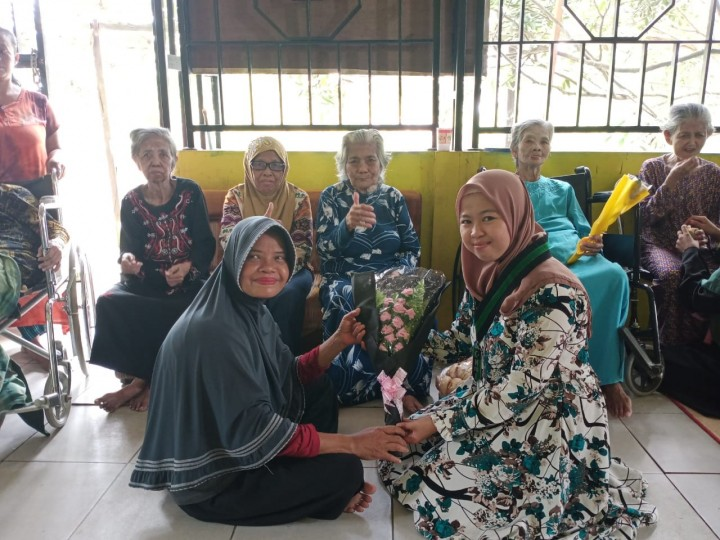 Berbagi Kasih di Hari Ibu, Kohati Bontang-Sangatta Gelar Baksos di Panti Jompo