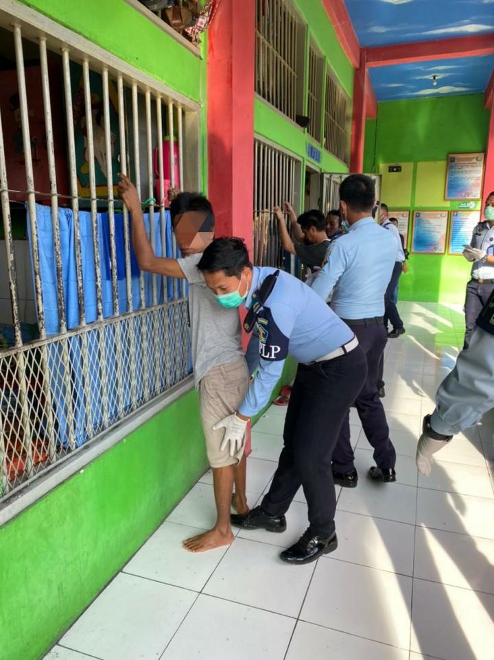 Razia di Lapas Bontang, Petugas Dapati Ponsel dan Sajam di dalam Blok Narkotika