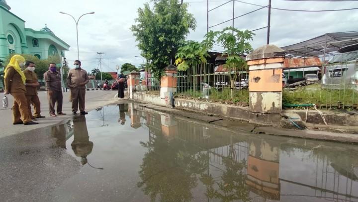 Simpang Tanjung Laut 'Langganan' Terendam Air, Dewan : 60 Meter Drainase Buntu