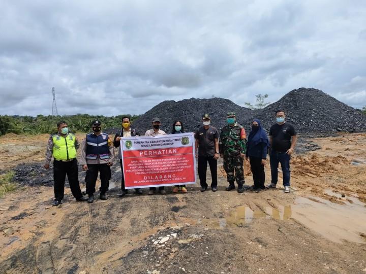 DLH Kutim Tutup Paksa Penumpukan Batu Bara Ilegal di Desa Martadinata