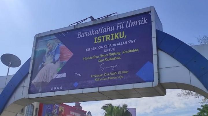 Viral, Ucap Hari Ultah ke Istri Pakai Baliho Besar Depan Mal Samarinda