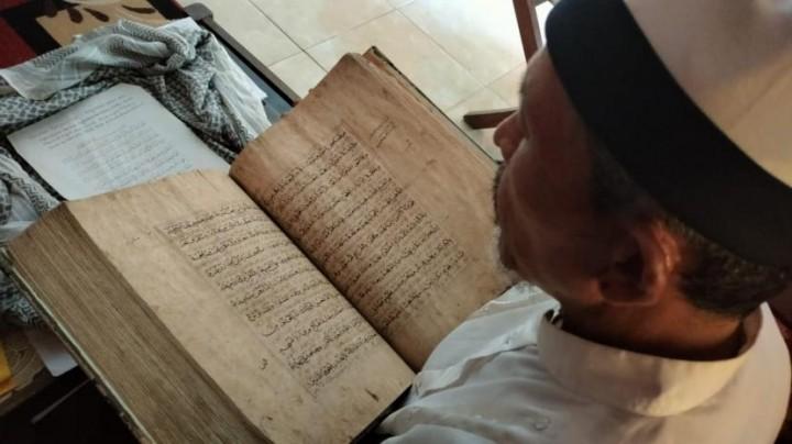 Alquran Kulit Kayu Berusia 370 Tahun Tersimpan di Majalengka