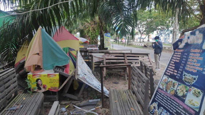 Dinilai Kumuh, Lapak Pedagang di Lang-Lang Ditutup Baliho saat Hajatan MTQ Digelar