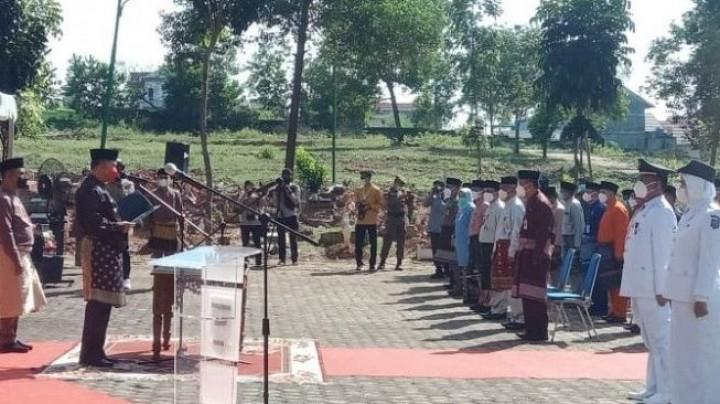 Wali Kota Jambi Lantik 135 Pejabatnya di Kuburan Covid-19