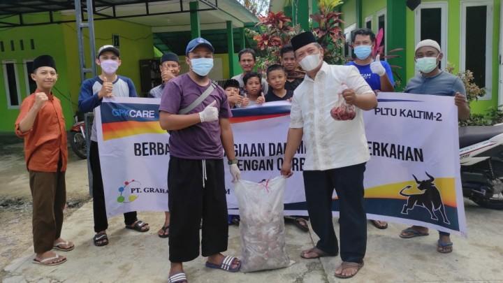 PT GPK Salurkan Daging Kurban ke Warga dan Pesantren di Bontang Lestari