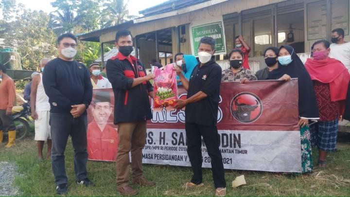 Safaruddin Bagikan Sembako untuk Masyarakat PPU, Petani: Syukur Alhamdulillah Pak!