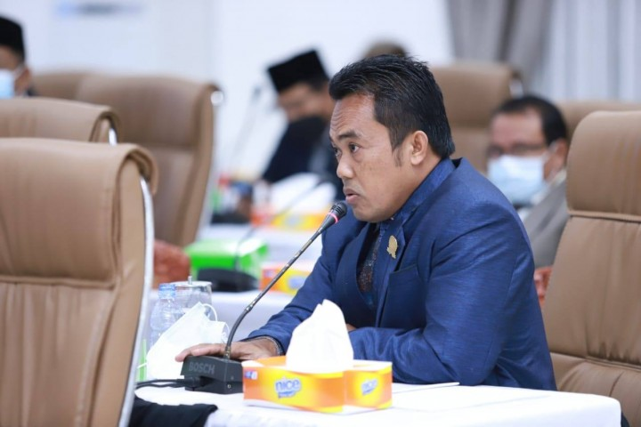 Faisal Ajak Perusahaan Kontribusi Perbaiki Jalan Rusak di Bontang Lestari