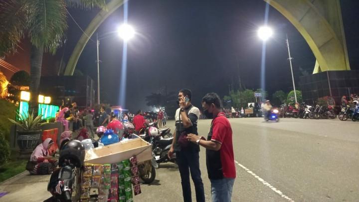 Tim Satgas Kelurahan Mulai Patroli Rutin di Pasar Malam Tugu Selamat Datang